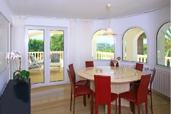 The seperate dining-room with beautiful views and direct access to the terrace