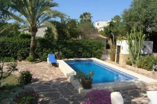Villa moraira villa de ensue o con piscina y jard n for Piscina jardin valencia