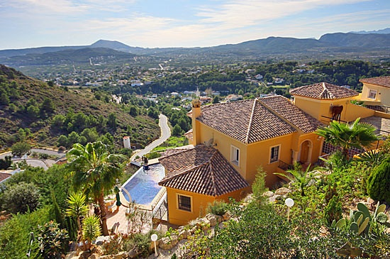 Exclusive villa in Jávea, not far from the sea, the port of Jávea and its town center