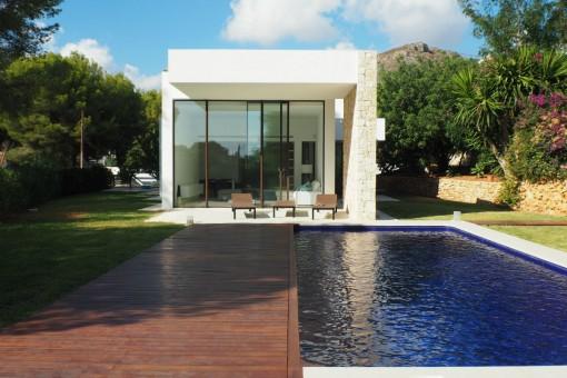 Vista frontal de la propiedad