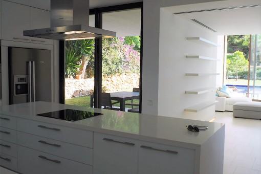 Cocina moderna y completamente equipada
